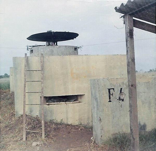 9. BT AB: Fox-4, Concrete bunker with M60. Photo by Jaime Lleras. 1970.