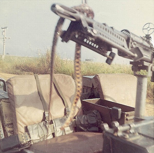 11. BT AB:Local snake wrapped on a mounted M-60. Photo by Jaime Lleras. 1970.