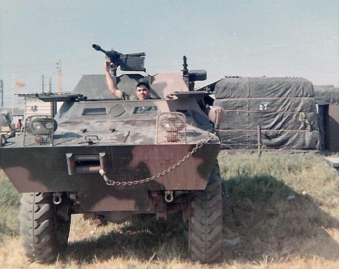 13. BT AB:Jaime driving a V100. Photo by Jaime Lleras. 1970.