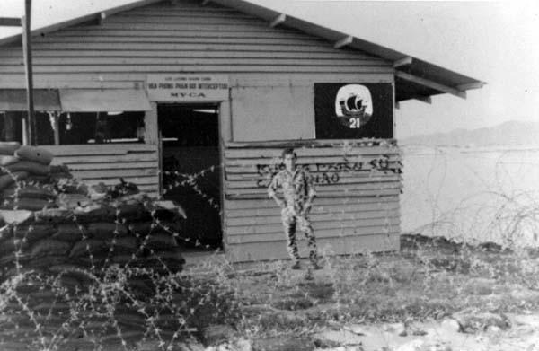 QC Hut, Myca Ville, 1969-1970. Note Neptune-21 Logo on right-front of Hut.