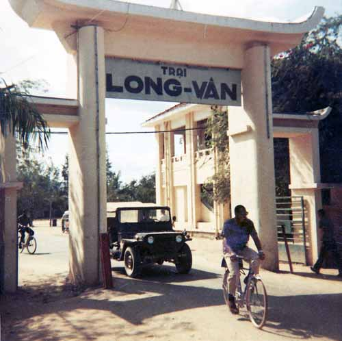 7. Nha Trang AB, Civilain Gate. Trai Long-Van. Photo by: Glen H. Myers. 1965.