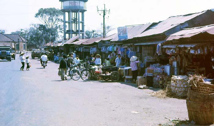 Phuoc Le market. MSgt Summerfield, 1969: 04