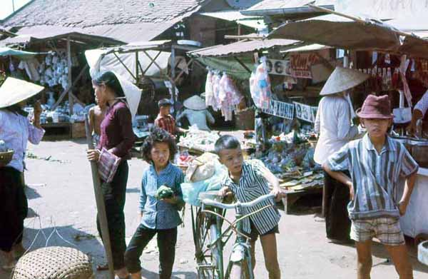 Phuoc Le market and kids. MSgt Summerfield, 1969: 06