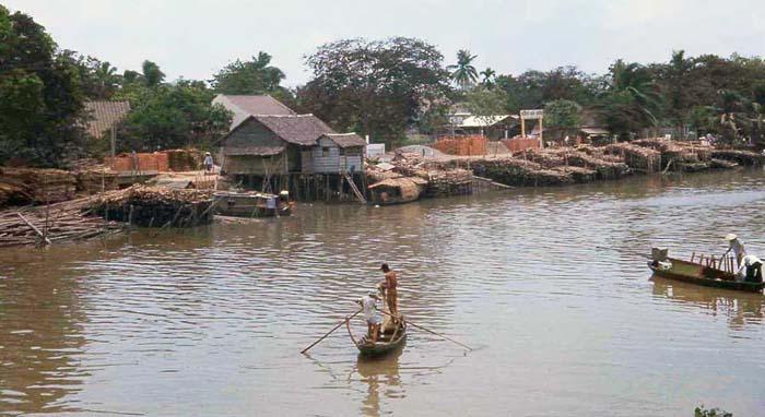 Phuoc Le fishermen casting net. MSgt Summerfield: 02