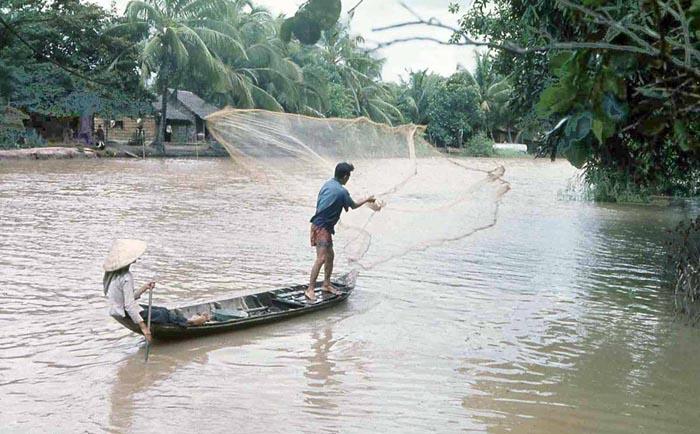 Phuoc Le fisherman casting net. MSgt Summerfield: 01
