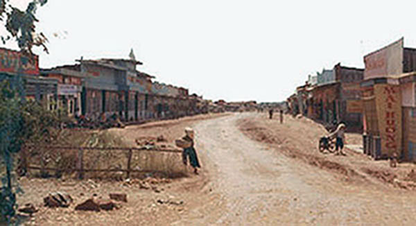 16. Phan Rang AB: Town and Market. Photo by Gary Phillips. c1966.