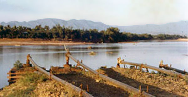 &gt;<br&gt;       <strong&gt;18. Phan Rang AB: </strong&gt;Road and river. Photo by Gary Phillips. c1966.</div&gt;</td&gt;   </tr&gt;   <tr&gt;     <td bgcolor=