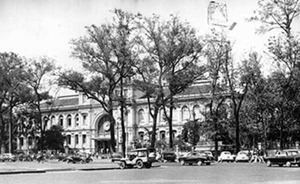 10. Saigon Post Office. Photo by Kailey Wong, 1967-1968.
