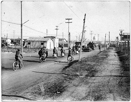 12. Tan Son Nhut AB: Main Street. Randy Stutler, 1965-1966.