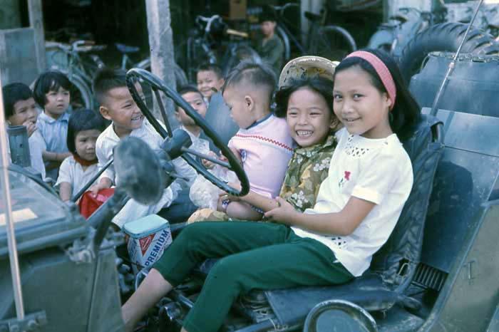 Vung Tau, jeep, kids and peanut girl. MSgt Summerfield: 08