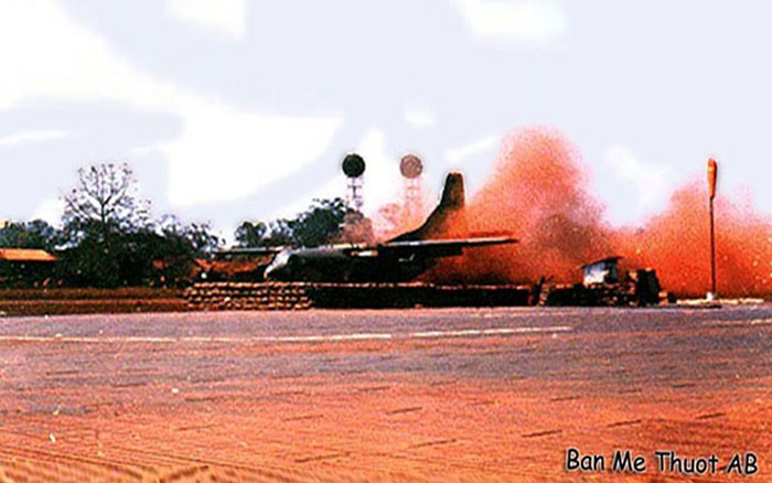week-2006-09-17-bmt-c-123-landing-1968-don-poss-sm