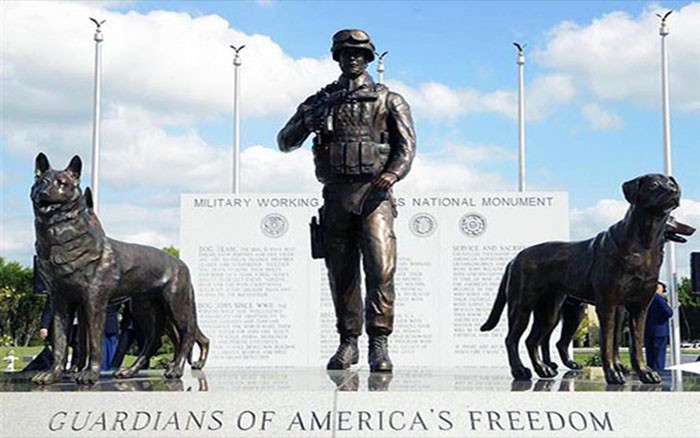 week-2014-03-16-k9-military-dog-monument-joint-base-lackland-tx-sm